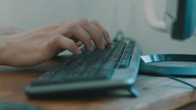 Copies de clavier d'ordinateur portable avec deux mains clips vidéos