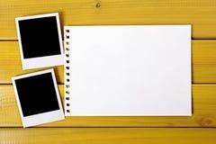 Copies vides de photo avec le papier déchiré Photographie stock libre de droits