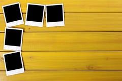 Copies vides de photo sur une table Photo stock