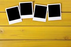 Copies vides de photo sur une table Photographie stock
