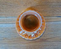 Copo árabe da porcelana do café preto do estilo in fine foto de stock