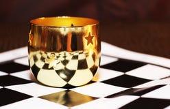 Copo bonito do metal no tabuleiro de xadrez Imagem de Stock Royalty Free