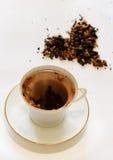 Copo branco com um chá Fotografia de Stock Royalty Free