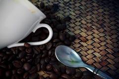 Copo branco da colher quente do café e do chá com c fresco Fotos de Stock