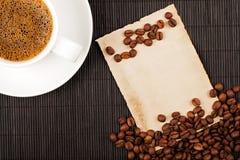 Copo, colheitas e papel de café Foto de Stock