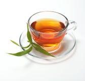 Copo com chá e folha Fotografia de Stock Royalty Free