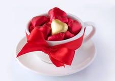 Copo com corações do chocolate Imagens de Stock