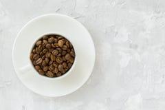 Copo com feijões de café Foto de Stock
