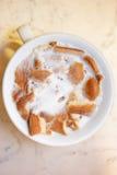Copo com leite e biscoitos Fotos de Stock Royalty Free