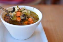 Copo da sopa do vegetariano da galinha Imagens de Stock