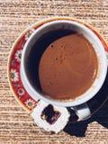 Copo da vista superior do café turco com loukoum fotografia de stock