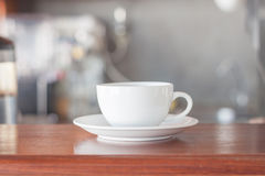 Copo de café branco na cafetaria Fotografia de Stock