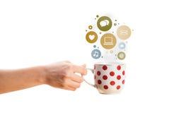 Copo de café com ícones do social e dos meios em bolhas coloridas Fotos de Stock Royalty Free