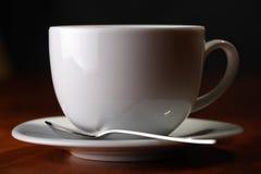 Copo de café com colher Fotografia de Stock Royalty Free