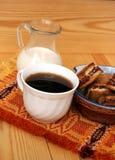 Copo de café da manhã com leite imagem de stock royalty free