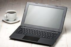 Copo de café da opinião do portátil três quartos do computador Imagens de Stock