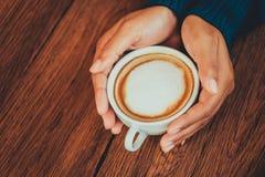 copo de café da posse da mão foto de stock royalty free