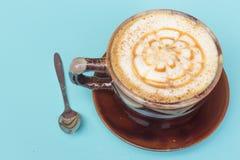 Copo de café delicioso do cappuccino foto de stock