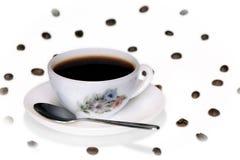 Copo de café e feijões & colher Fotos de Stock Royalty Free