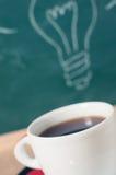 Copo de café e ideia do negócio na tabela de madeira Imagem de Stock