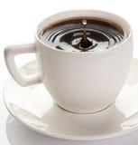 Copo de café em um fundo branco. Fotos de Stock Royalty Free