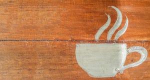 Copo de café em um fundo de madeira foto de stock royalty free