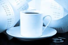 Copo de café, mudança e azuis da fita de adição fotos de stock royalty free