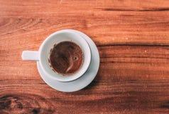 Copo de café na cafetaria - estilo do vintage imagens de stock
