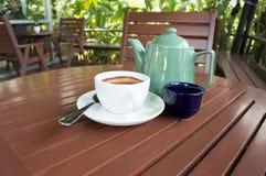Copo de café na loja Imagem de Stock Royalty Free