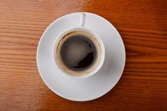 Copo de café na tabela Imagem de Stock Royalty Free