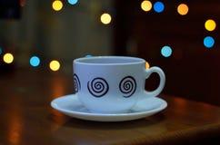 Copo de café no fundo de madeira da tabela Fotos de Stock