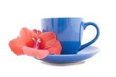 Copo de chá bonito com flor Fotografia de Stock Royalty Free