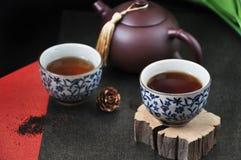 Copo de chá chinês na parte de madeira Imagem de Stock
