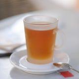 Copo de chá com colher fotografia de stock royalty free