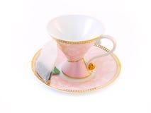 Copo de chá cor-de-rosa em um saucer Foto de Stock Royalty Free
