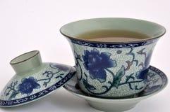 Copo de chá da flor da pintura chinesa e chá Fotos de Stock Royalty Free