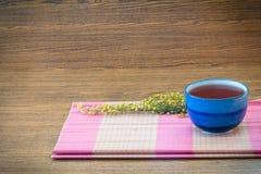 Copo de chá do fundo no estilo de vida de madeira ainda Foto de Stock Royalty Free