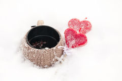 Copo de chá na neve Imagens de Stock