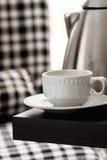 Copo de chá na tabela Foto de Stock Royalty Free