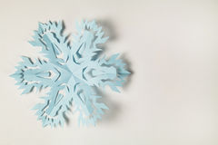 Copo de nieve de papel fino cortado Fotografía de archivo