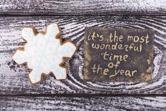 Copo de nieve dulce con la tarjeta del ` s del Año Nuevo Fotografía de archivo libre de regalías