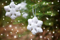 Copo de nieve en un árbol de navidad Imágenes de archivo libres de regalías