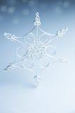 Copo de nieve hecho a mano blanco hermoso Imágenes de archivo libres de regalías