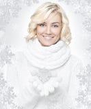 Copo de nieve rubio joven hermoso de la bruja de la mujer Foto de archivo libre de regalías