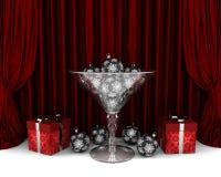 Copo de vidro com as decorações e os gifrts do ano novo Imagem de Stock