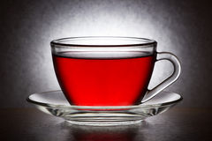 Copo de vidro com saquinho de chá Fotos de Stock