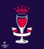 Copo de vinho 3d luxuoso realístico com coroa do rei, tema do álcool Foto de Stock