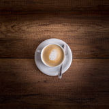 Copo delicioso do cappuccino aromático quente recentemente fabricado cerveja Fotos de Stock