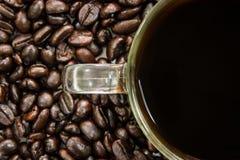 Copo do branco de Coffeebean imagens de stock royalty free