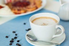 Copo do café do latte fotografia de stock